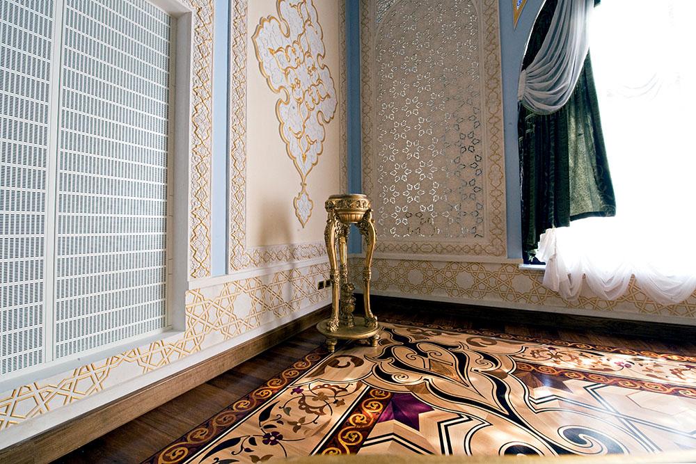 decorazione greca intarsi in legno